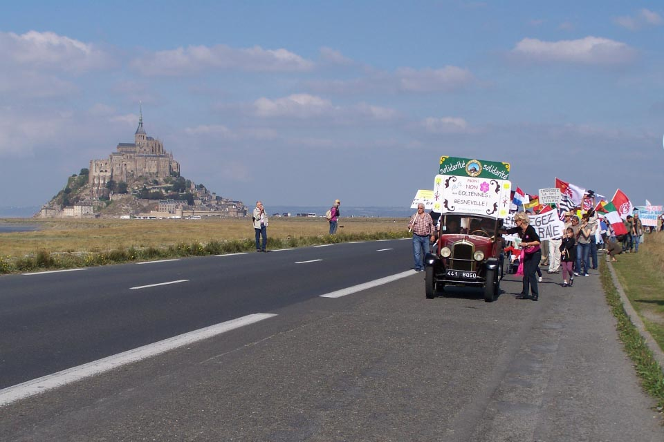 Photo de la marche internationale au Mont-Saint-Michel